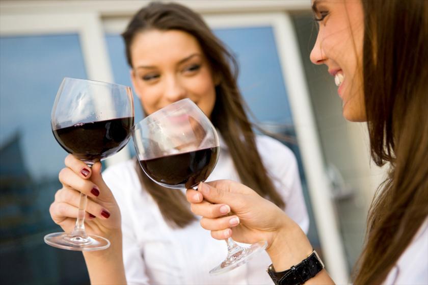 Красное вино при месячных польза