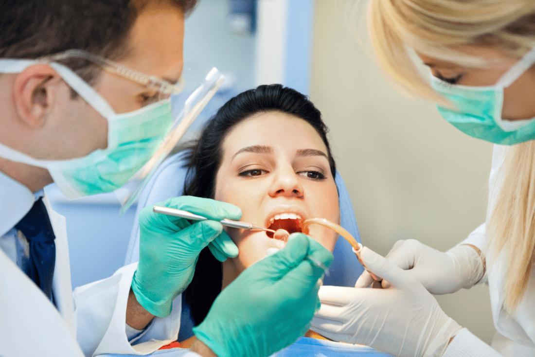 Можно ли лечить зубы при месячных